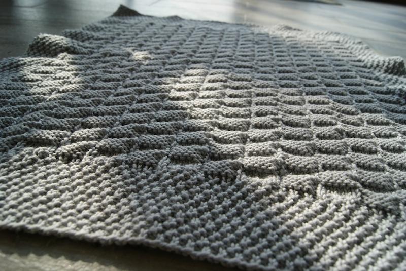 Apprendre a tricoter une couverture pour b b ou un plaid pour la famille - Comment tricoter un plaid ...